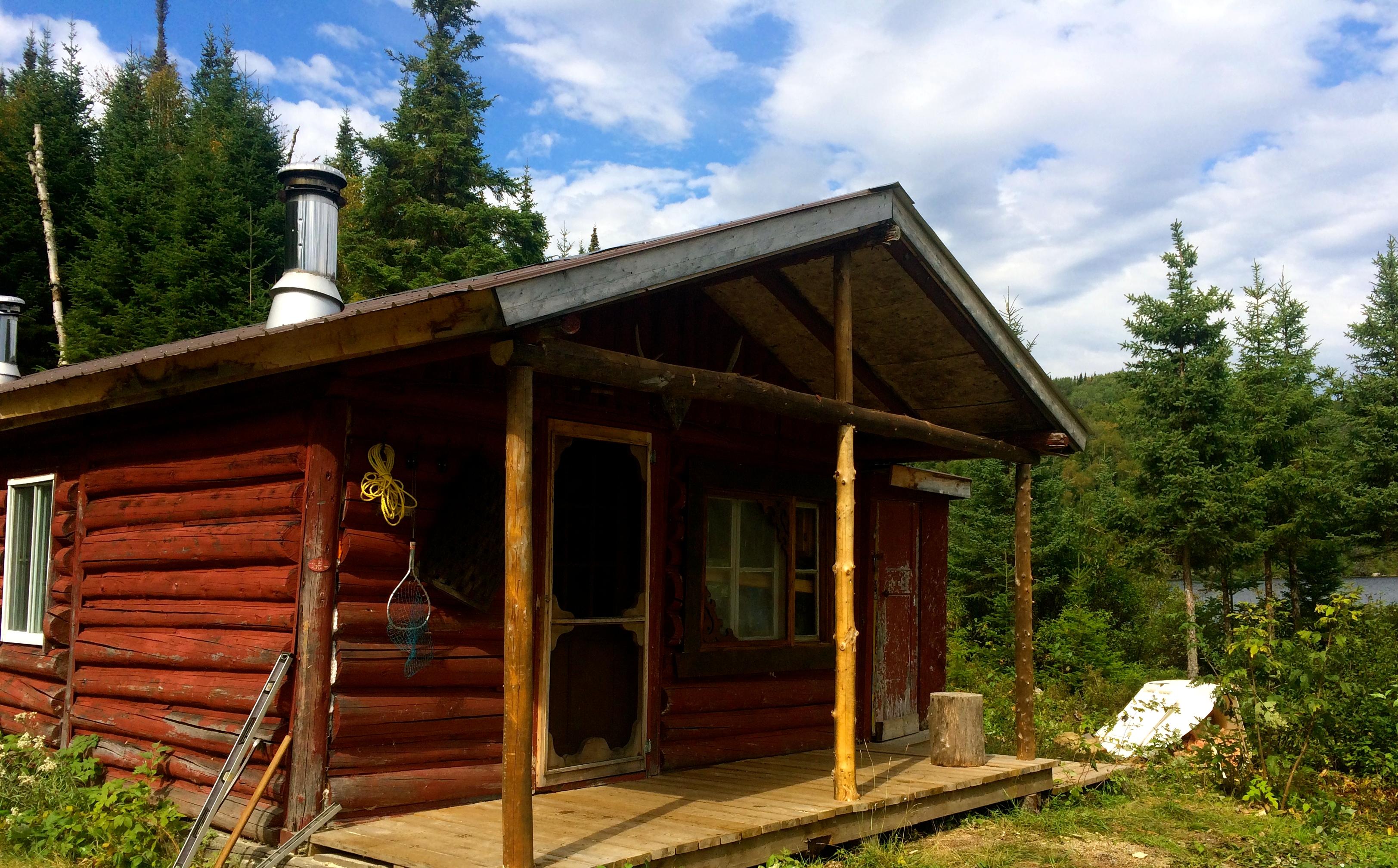 Chalet du lac trois caribous seigneurie du triton for Camp en bois rond